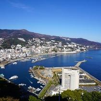熱海城天空の間から熱海市街を望む