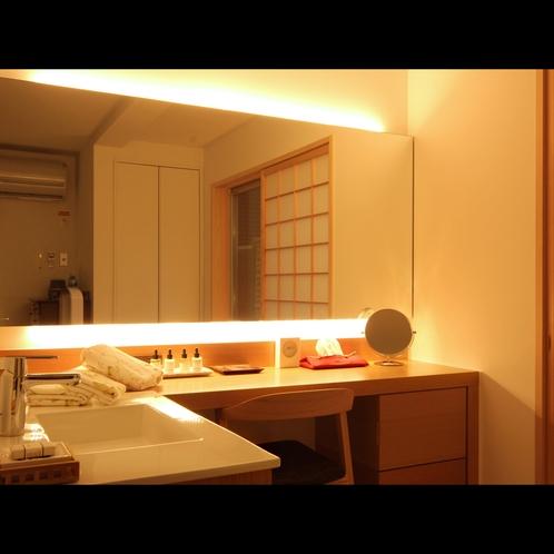 大きな鏡の洗面&メイクスペース【すいせん】