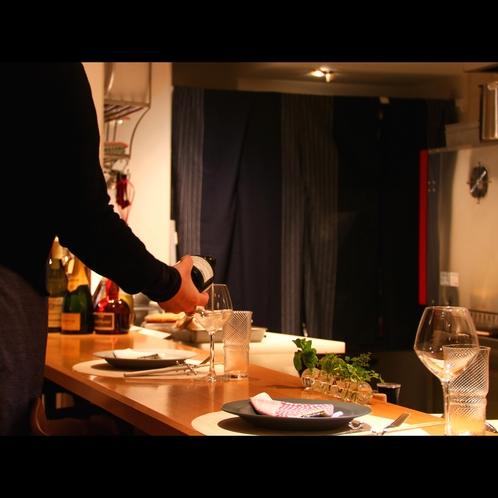 お食事と一緒に料理に合うワインや日本酒をお楽しみ下さい
