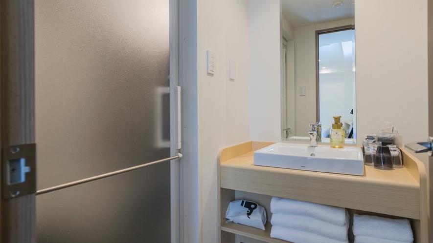 トリプルーム 洗面台・脱衣所付のバスルーム