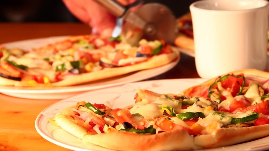 焼きたての手作りピザ