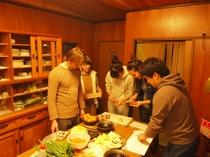 みんなで料理の準備