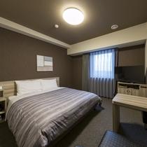 ダブルルーム:ベッド幅160×200