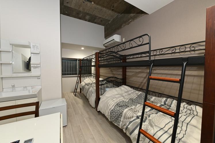 207号室4人部屋