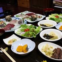 夕食一例/獲れたてのお魚やサザエの刺身、対馬の郷土料理などたくさん食べて下さいね!