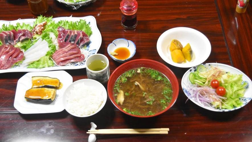 *夕食一例/獲れたてのお魚やサザエの刺身、対馬の郷土料理などたくさん食べて下さいね!