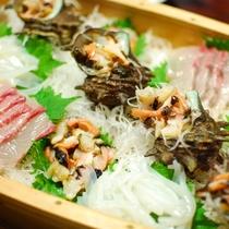 夕食一例/漁師さんにいただいた、新鮮な魚やサザエも女将が捌きます!自慢の料理をお召し上がり下さい♪