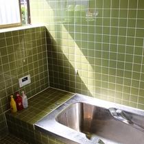 風呂/家庭用のお風呂が1箇所ございます。交代でご利用くださいませ。