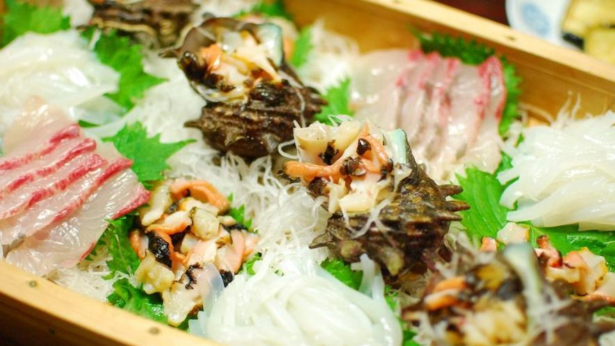 *夕食/当宿の目の前は海!新鮮な魚を思いっきり堪能してください♪