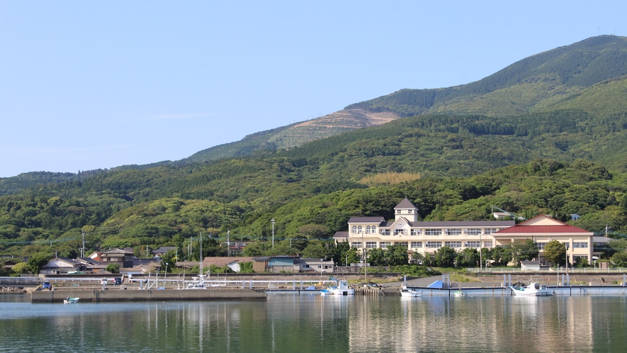 *周囲の風景/豆酘漁港 当宿の夕食はこちらで水揚げされた新鮮な魚をご提供!