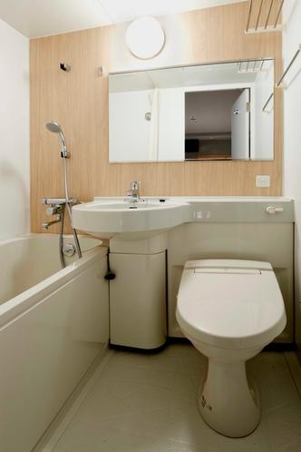 【ユニットバスタイプの浴室】バスルームはユニットタイプです。