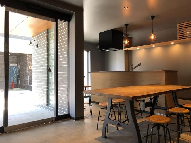 【シェアキッチン】デザイン事務所設計の開放的な一面も
