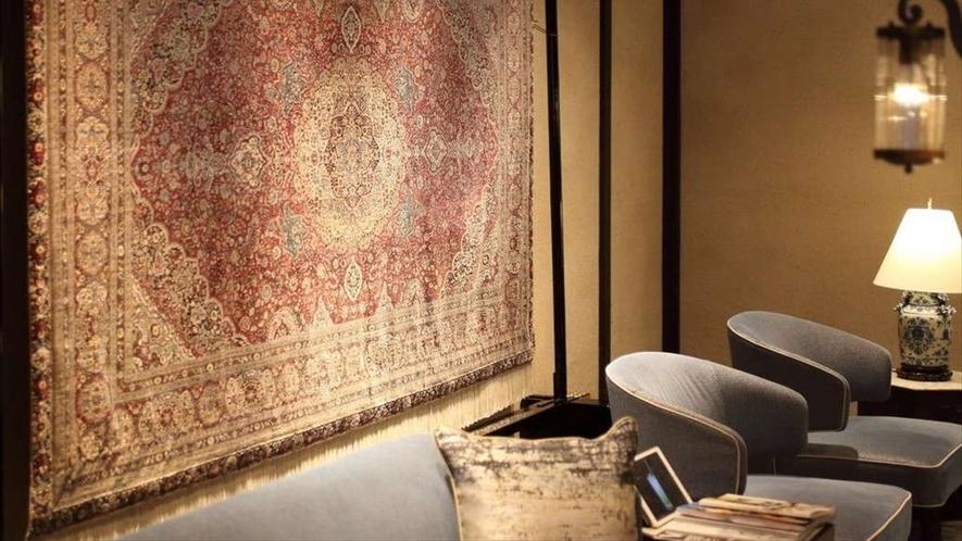 最上級のペルシア絨毯をインテリアとして展示しています。