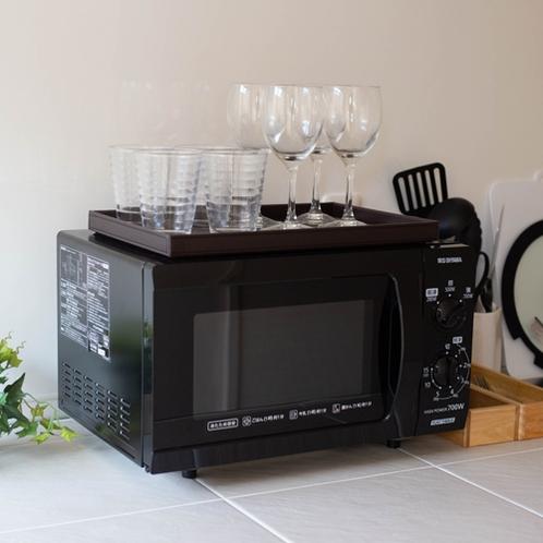 調理用具や食器もあります。