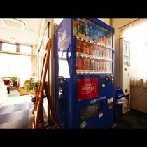 1F館内施設_自販機と喫煙所となってます。
