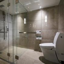 【スイート】シャワーブース・トイレ
