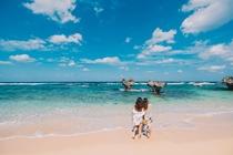 「恋の島」古宇利島の象徴、「ハートロック」があるティーヌ浜