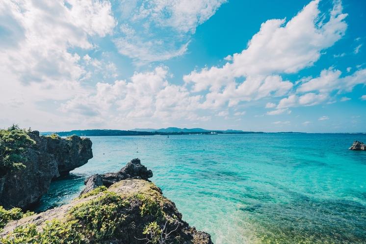 全客室から美しい古宇利ブルーの海を一望できます