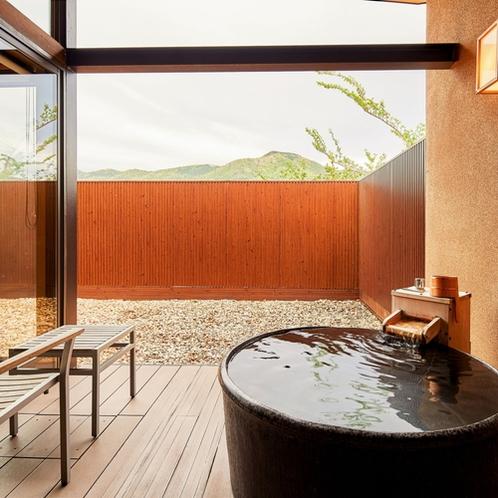 【105 Aタイプ】客室露天風呂、ドッグラン