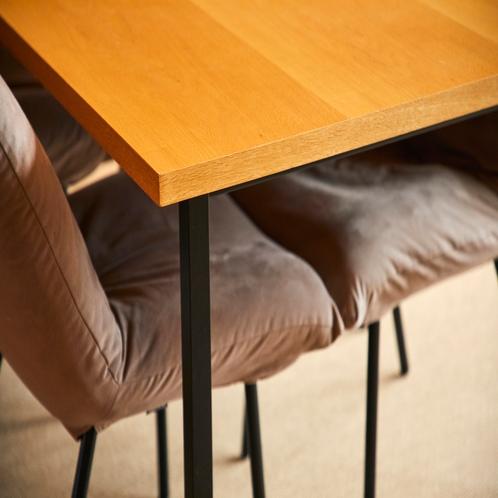 ソファや椅子はすべて汚れにくい素材を使用