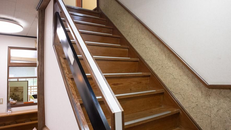 *【館内一例/階段】当館はエレベーターがないため階段利用となります。