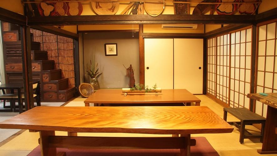 *【そば処まつずみ】アンティ-ク家具や古道具など、女将さんのこだわりが詰まった館内