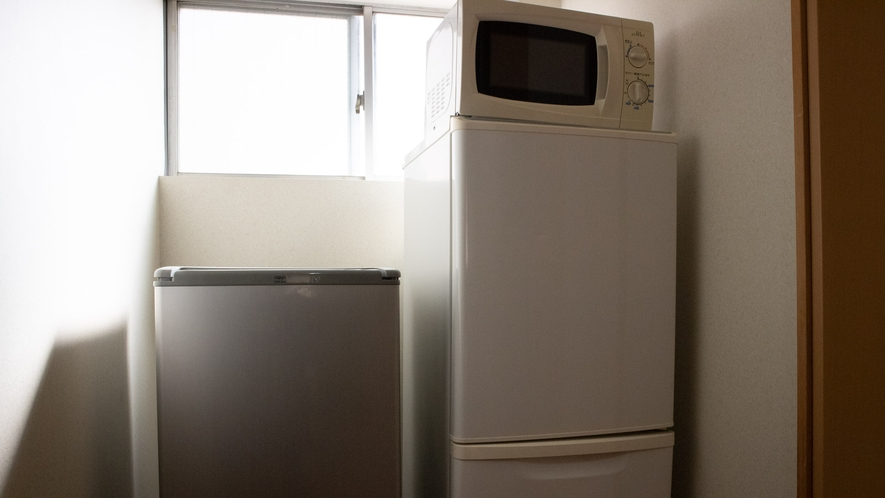 *【館内/共用レンジと冷蔵庫】2階の客室階にございます。ご自由にご利用下さい。