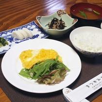 *【ご朝食一例】栄養バランスの良いお食事で毎日健康に!一汁四菜の和食膳をご用意致します
