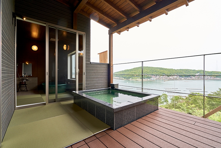 全室オーシャンビューの露天風呂を完備