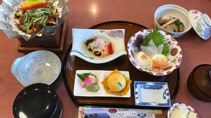 *【スタンダード!ご夕食一例】朝獲れの旬の海の幸がメイン♪素材の味を生かした全8品の創作料理
