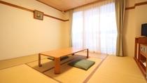 *【和室一例】足を伸ばしてゴロ寝もOK!布団を3組まで敷ける和室8畳の客室