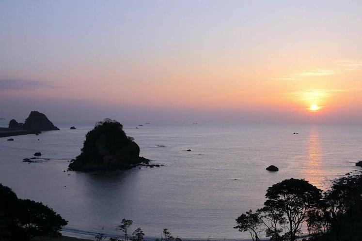 朝焼けの鴨川松島