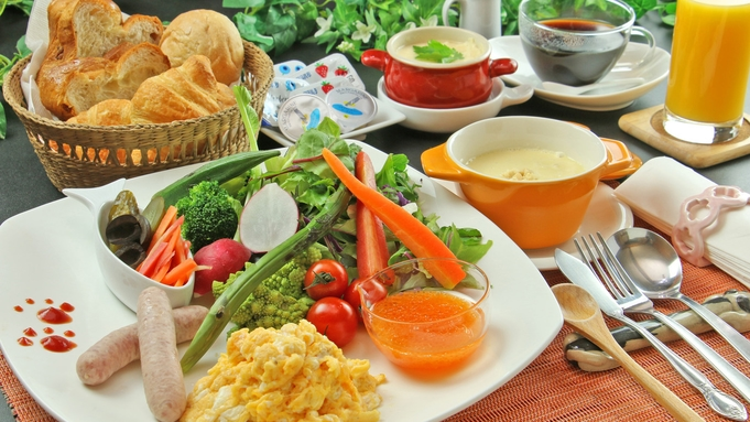 【朝食付き】焼き立て自家製パンとオーナー手作りの朝食♪◆ワンちゃんも一緒にダイニングに入室OK!