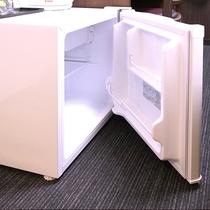 空の冷蔵庫をご用意しています。食べ物や飲み物をご自由にお持込いただきご利用いただけます。