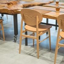 ブランドメーカー【ARIAKE】製の椅子。職人の手により大切に作られた製品はヨーロッパへも輸出されて
