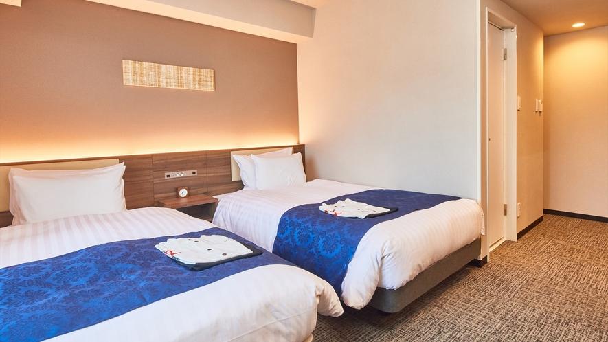 【ツインルーム】 シモンズ製ベッド設置で全室20.11平米。全室フリーWi-Fi完備。※客室画像一例