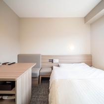 眠りを追及した150cm幅のワイドベッドと広々デスク!