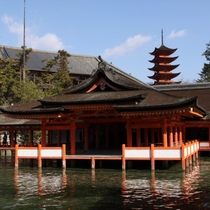 厳島神社(写真提供:広島県)