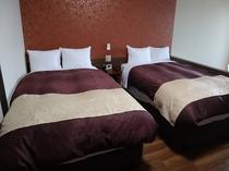 ペット同宿の部屋のベッド