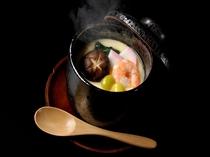 【海鮮料理の一例】牡蠣・海老・穴子等の海鮮がたっぷりの茶碗蒸しです