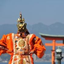 厳島神社 舞楽「蘭陵王」(写真提供:広島県)