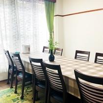 *【お食事部屋】2019年11月にリニューアル!テーブル・椅子をご用意いたしました♪