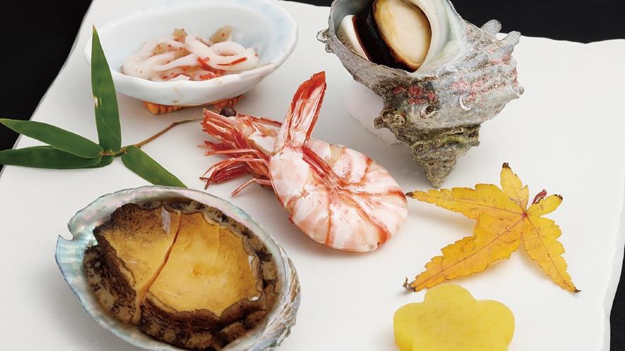 *【ご夕食】一例。料理長自慢の逸品が並びます。