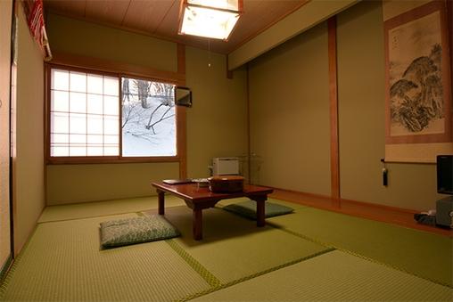 【本館】道路側和室 (6畳)