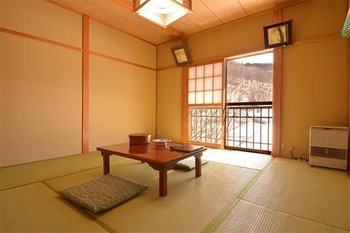 【本館】五色沼を望む和室 (8畳)