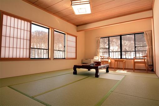 【新館】月山・姥ヶ岳・五色沼を望む角部屋和室 (12畳)