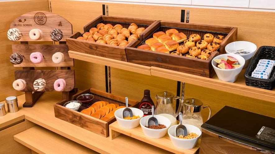 【朝食バイキング】定番のパンからドーナッツまであります♪