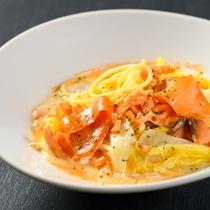 【朝食バイキング】サーモンと白菜のクリームパスタ