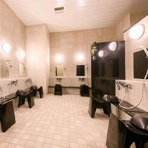 【男性大浴場】洗い場も広々とお使い頂けます♪