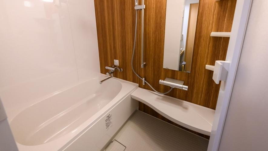【ツインS 一例】広々としたユニットバスです。もちろん大浴場もご利用頂けますよ♪